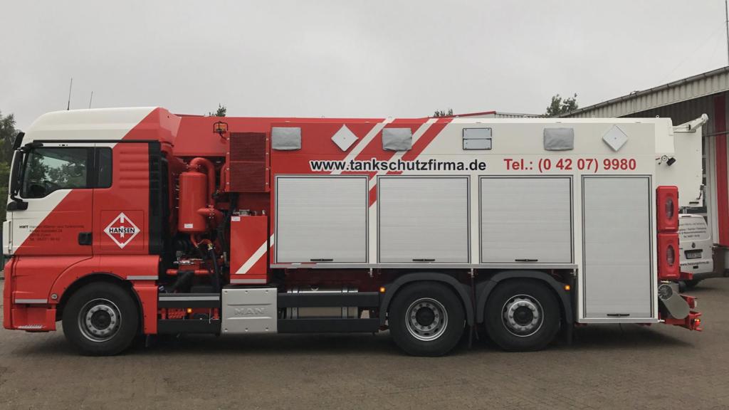 Tankwagen der Firma HWT Hansen